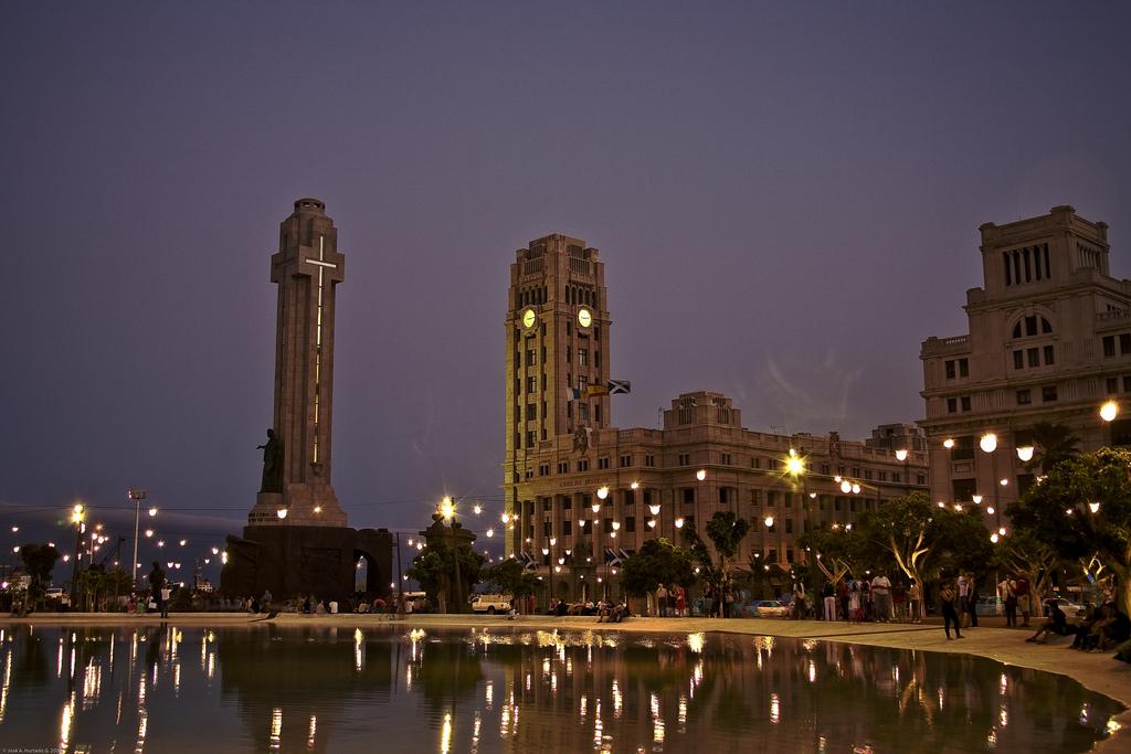 plaza-de-espancc83a-santa-cruz