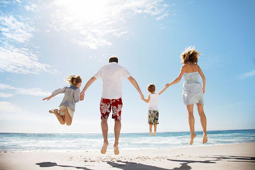 vacaciones-familiares-playa-830x553